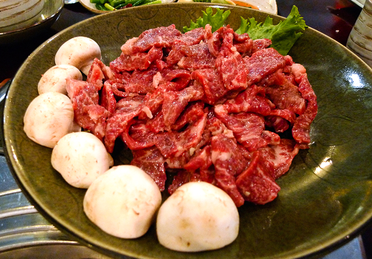 plate of raw beef sirloin at seoul house restaurant thornhill