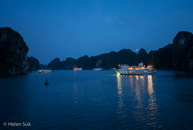 bai tu long bay by night