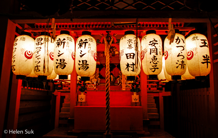japanese lanterns lit at night in yasuka shrine in kyoto japan